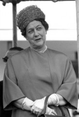 Yvonne de Gaulle.jpg