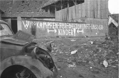 Nous combattons pour le futur de vos enfants ! Berlin 1945.jpg