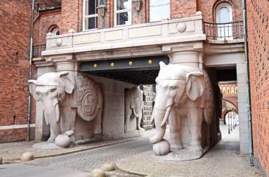 La porte des éléphants de la brasserie Carlsberg à Copenhague.jpg