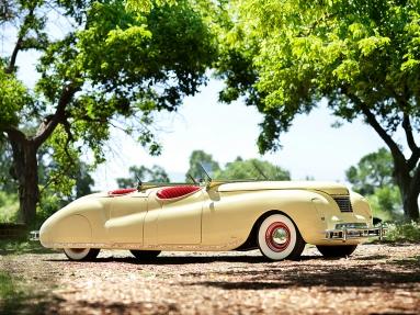 Chrysler Newport Dual Cowl Phaeton Le baron (1941).jpg